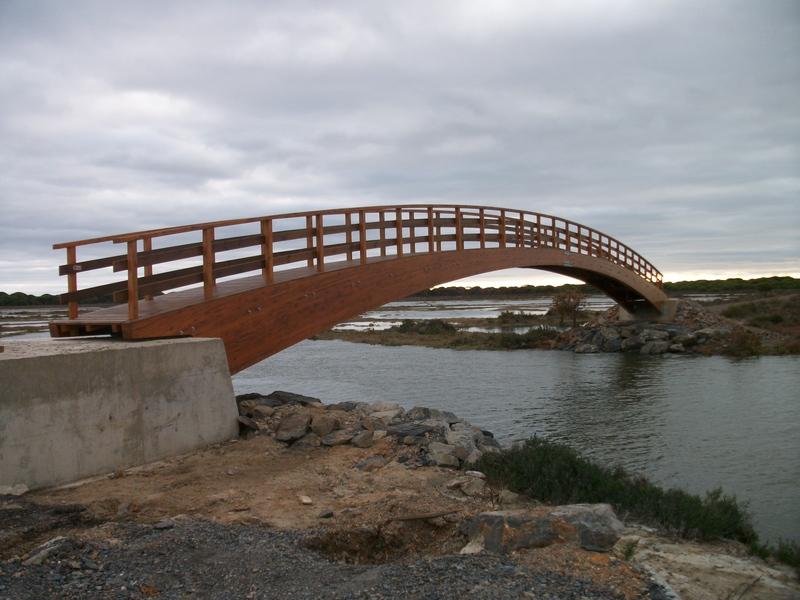 Nuevo puente de madera en arco en Huelva